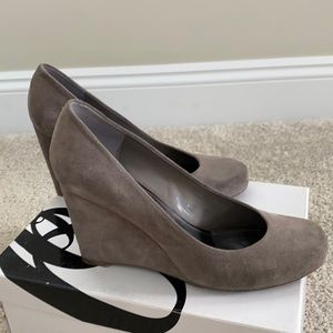 Nine West sz 7.5 M suede leather taupe gray heels